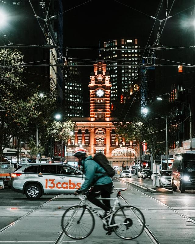Quels équipements de sécurité faut-il pour pratiquer le vélo en toute sécurité?